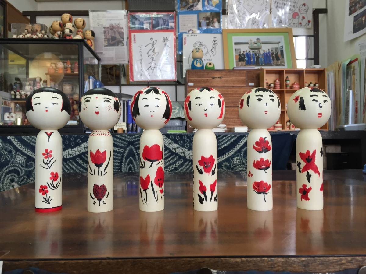 Kokeshi by six journalists