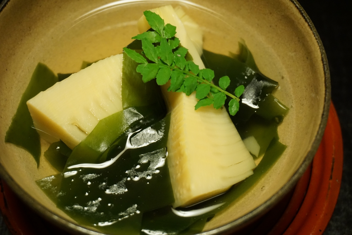 Takiawase of bamboo shoot and wakame seaweed