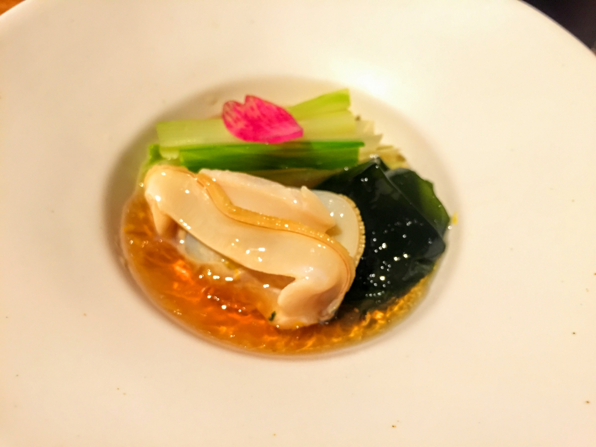 appetizer of hamaguri clam, seaweed and urui at kafuka
