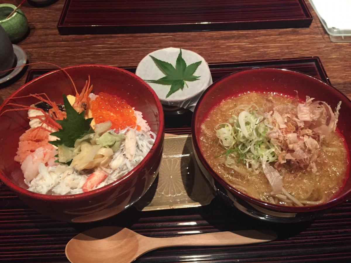chirashi-zushi and oroshi soba